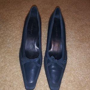 Shoes - Navy blue pump heel dress shoe